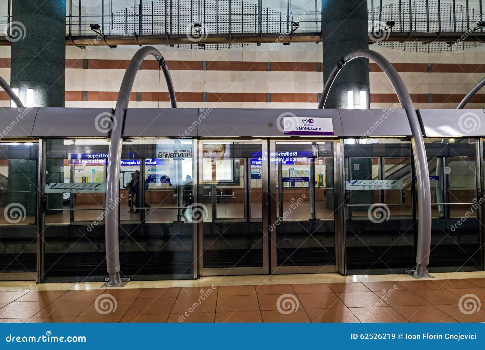 现代地铁站在巴黎