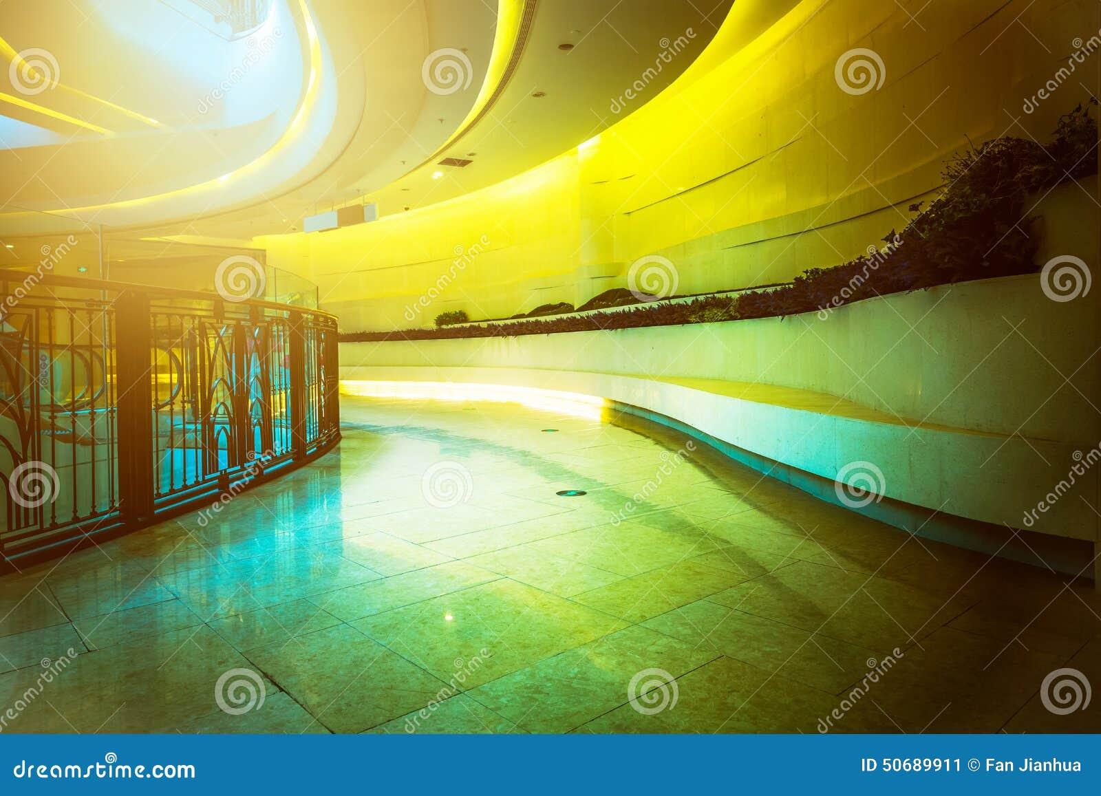 Download 现代大厦的内部结构 库存图片. 图片 包括有 豪华, 螺丝, 来回, 弯曲, 布哈拉, 柱子, 现代, 金黄 - 50689911