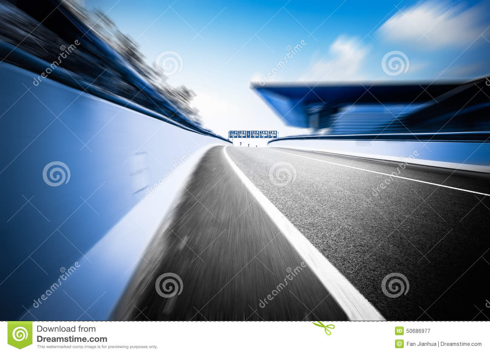 Download 现代建筑学背景和路 库存图片. 图片 包括有 现代, 堵塞, 标号, 繁忙, 运输, 旅行, 模糊, 室外 - 50686977