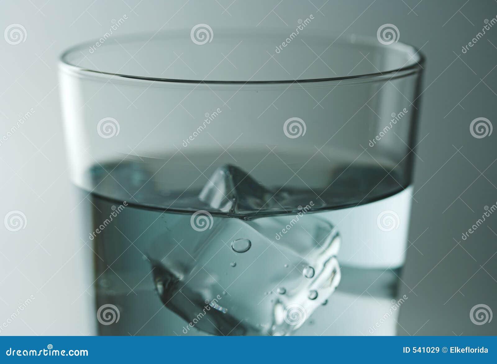 Download 玻璃水 库存图片. 图片 包括有 蓝色, 打赌的人, 饮料, 茶点, 液体, 冷静, 多维数据集, 玻璃 - 541029