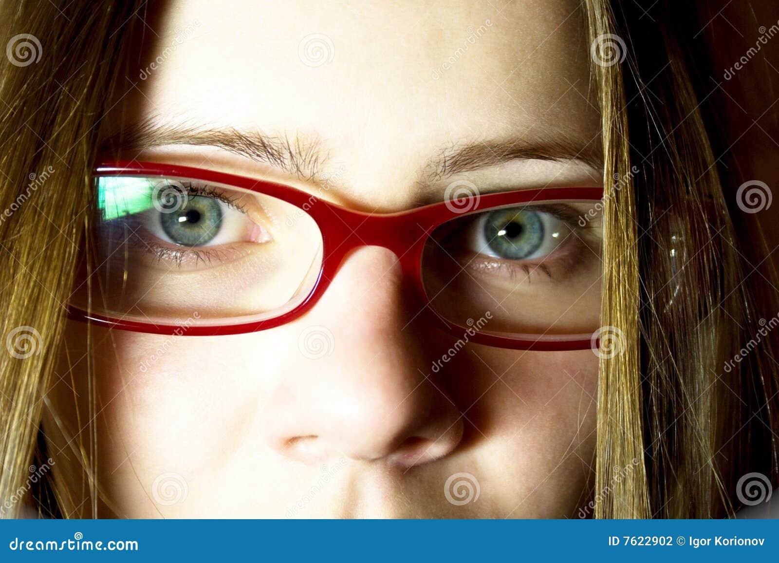 玻璃纵向妇女年轻人