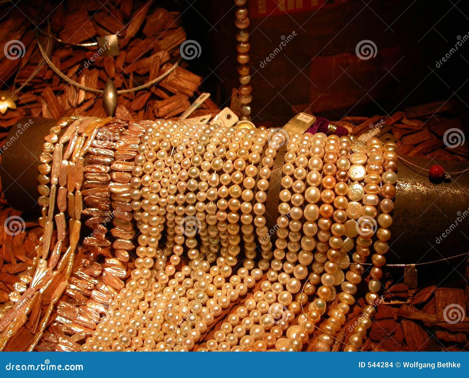 Download 珍珠 库存照片. 图片 包括有 富有, 资产, 珍宝, 存在, äº, 装饰, 消耗大, 丰厚, 珠宝, browne - 544284