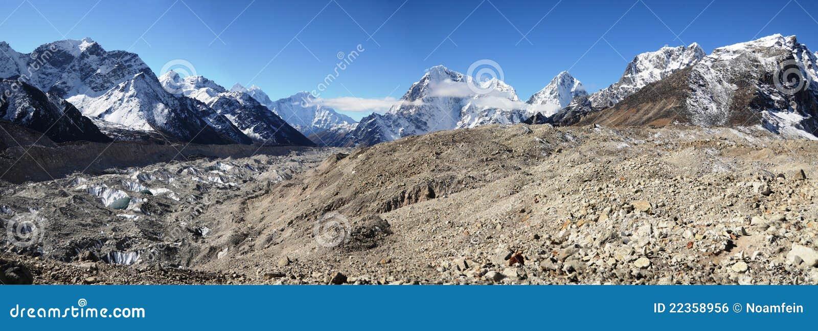 珠穆琅玛全景土坎视图