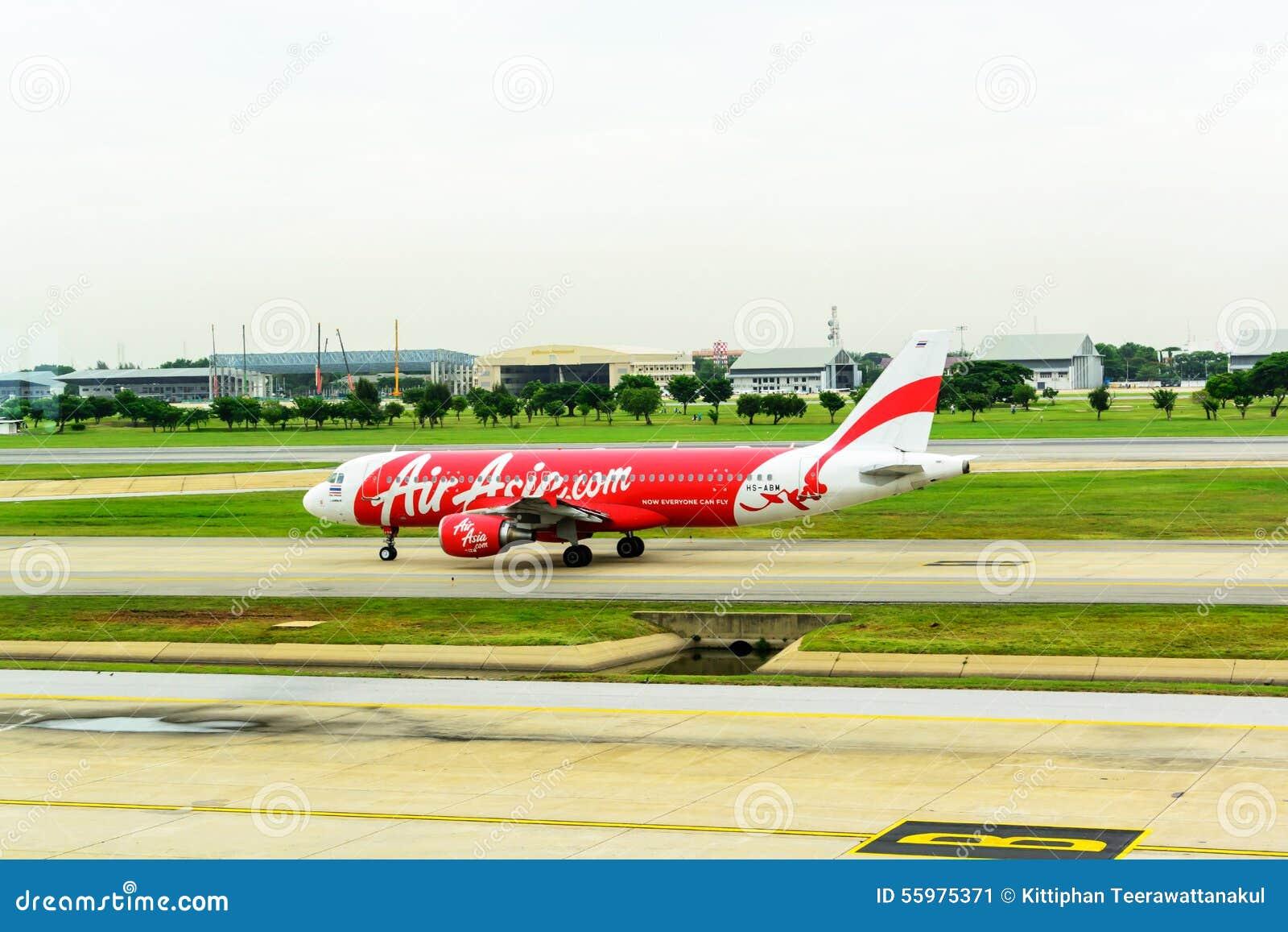 班机亚洲航空空中客车A320着陆在唐mueang机场,曼谷