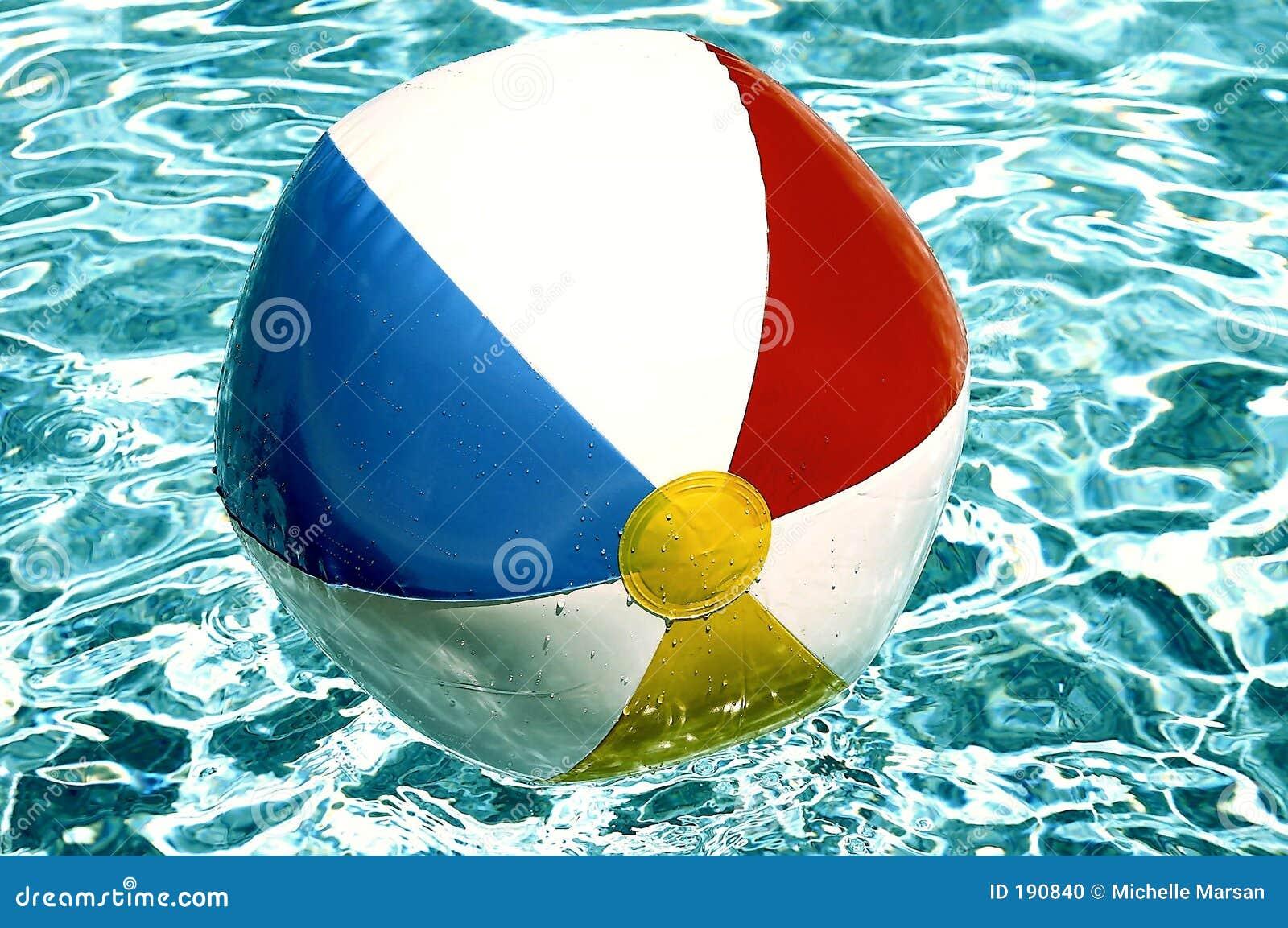球海滩池游泳