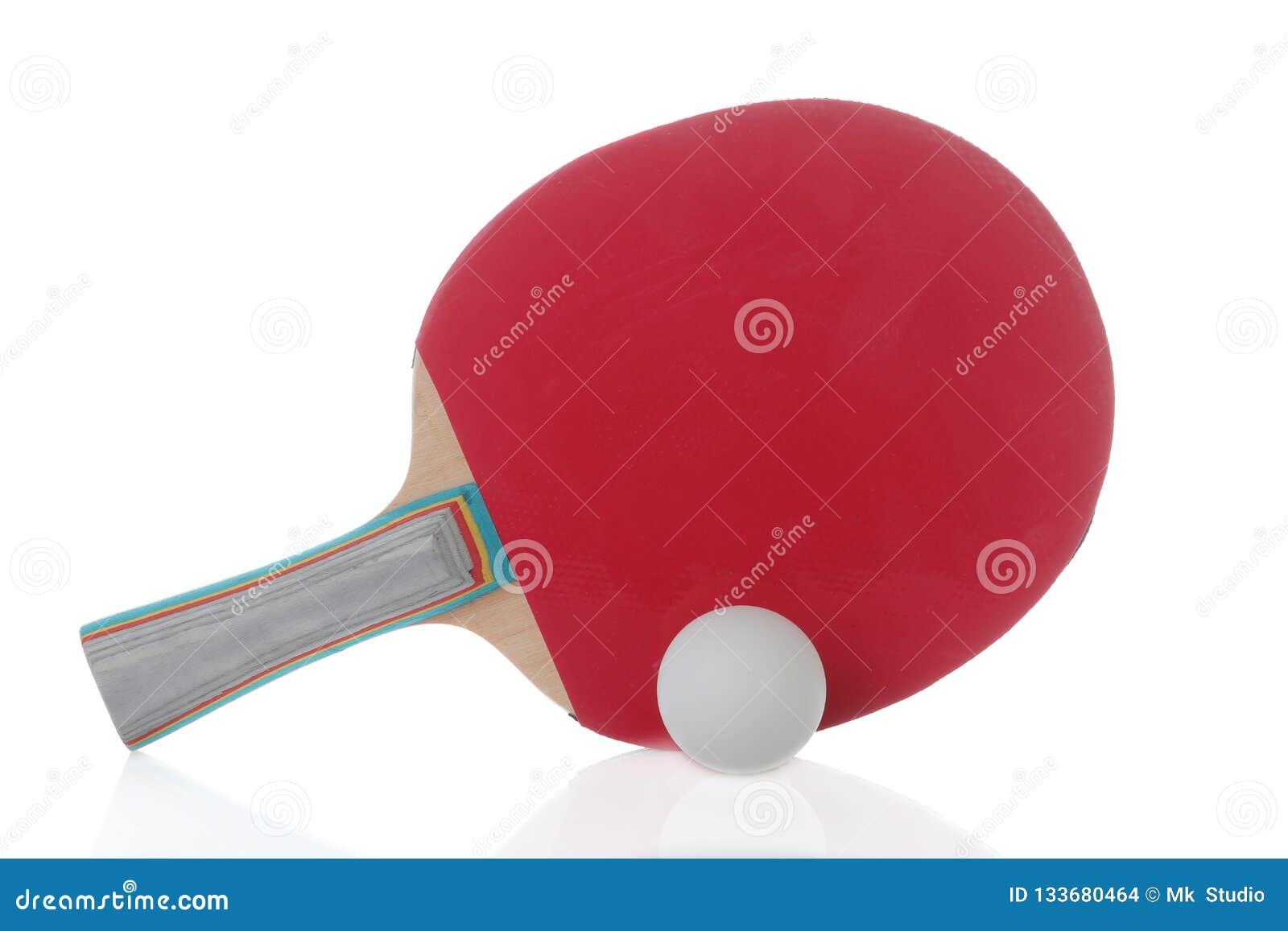 球蓝色桨乒乓切换技术天空乒乓球 在白色被隔绝的背景的台球球拍 比赛体育运动