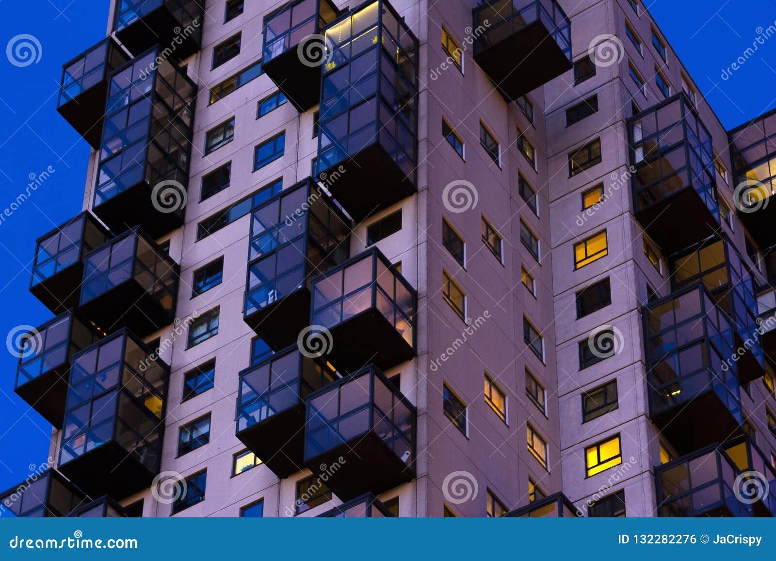理事会公寓夜间看法  复杂楼i外部