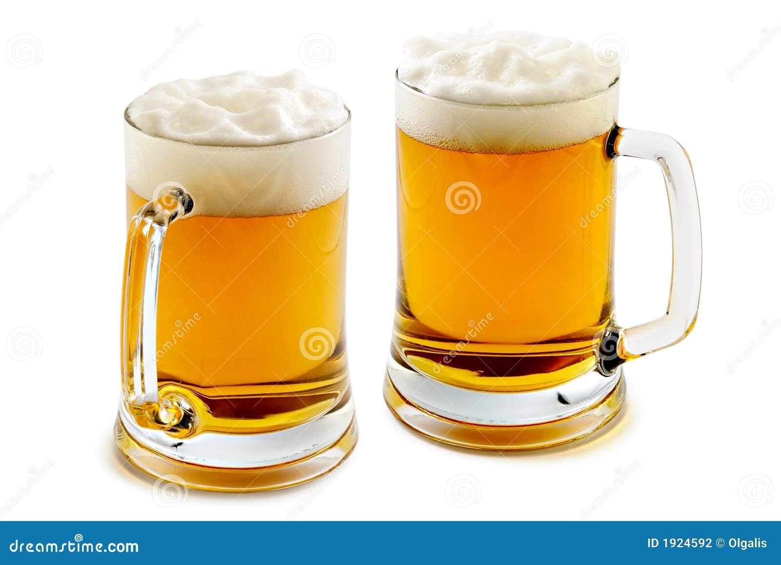 琥珀色的啤酒令人愉快的杯子二