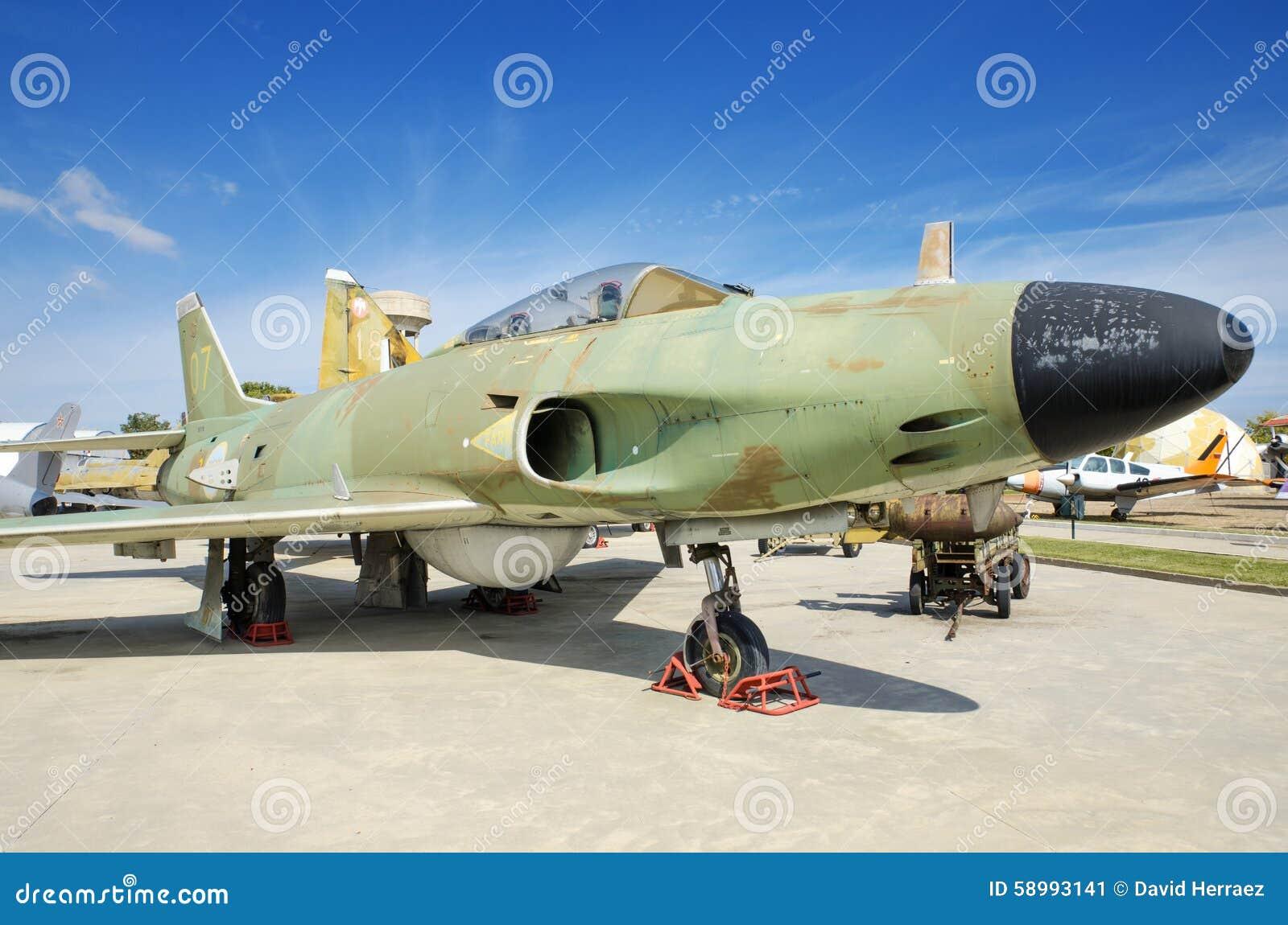 瑞典人绅宝2015年9月5日的喷气式歼击机在马德里,西班牙