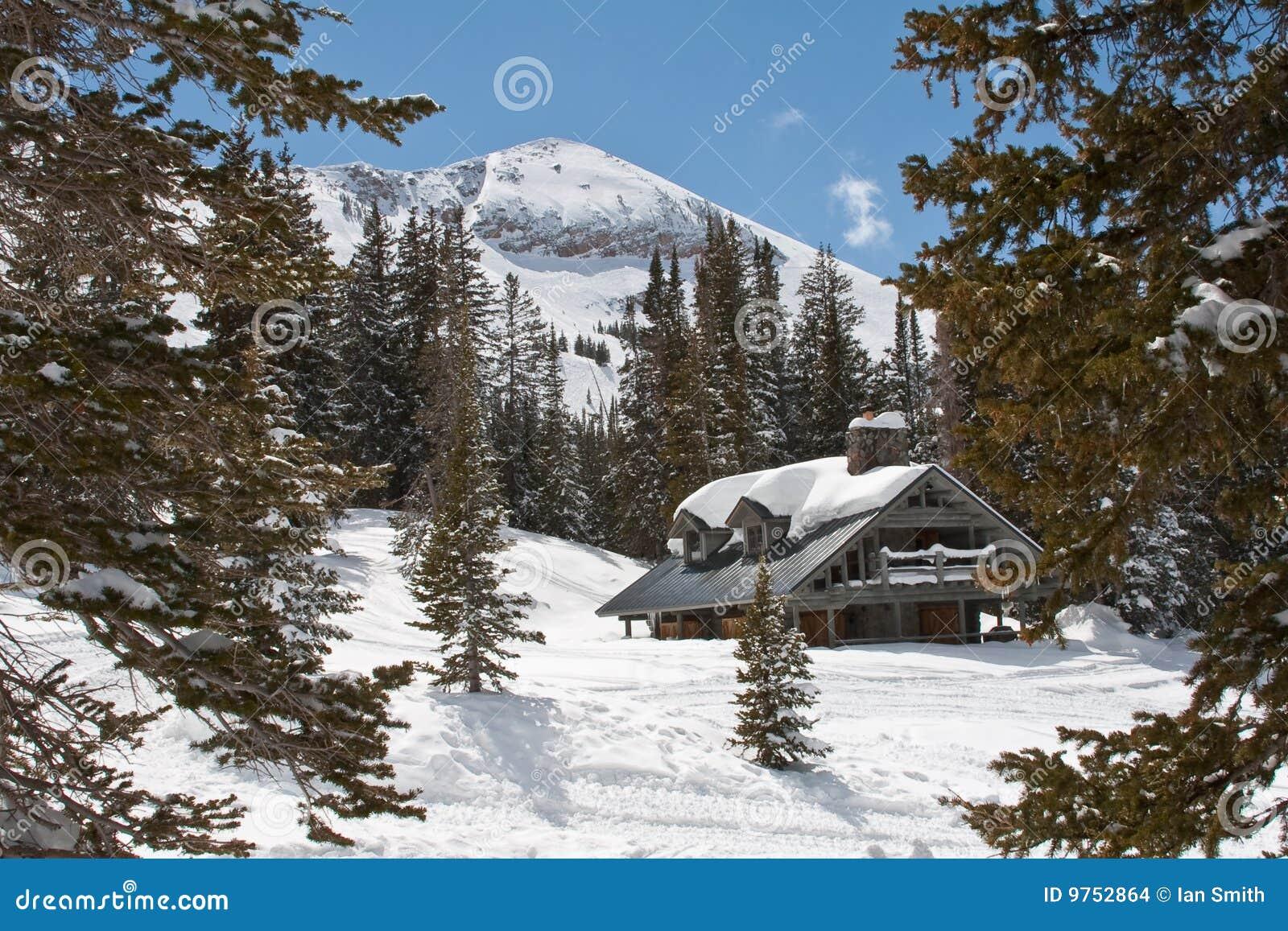 瑞士山中的牧人小屋滑雪