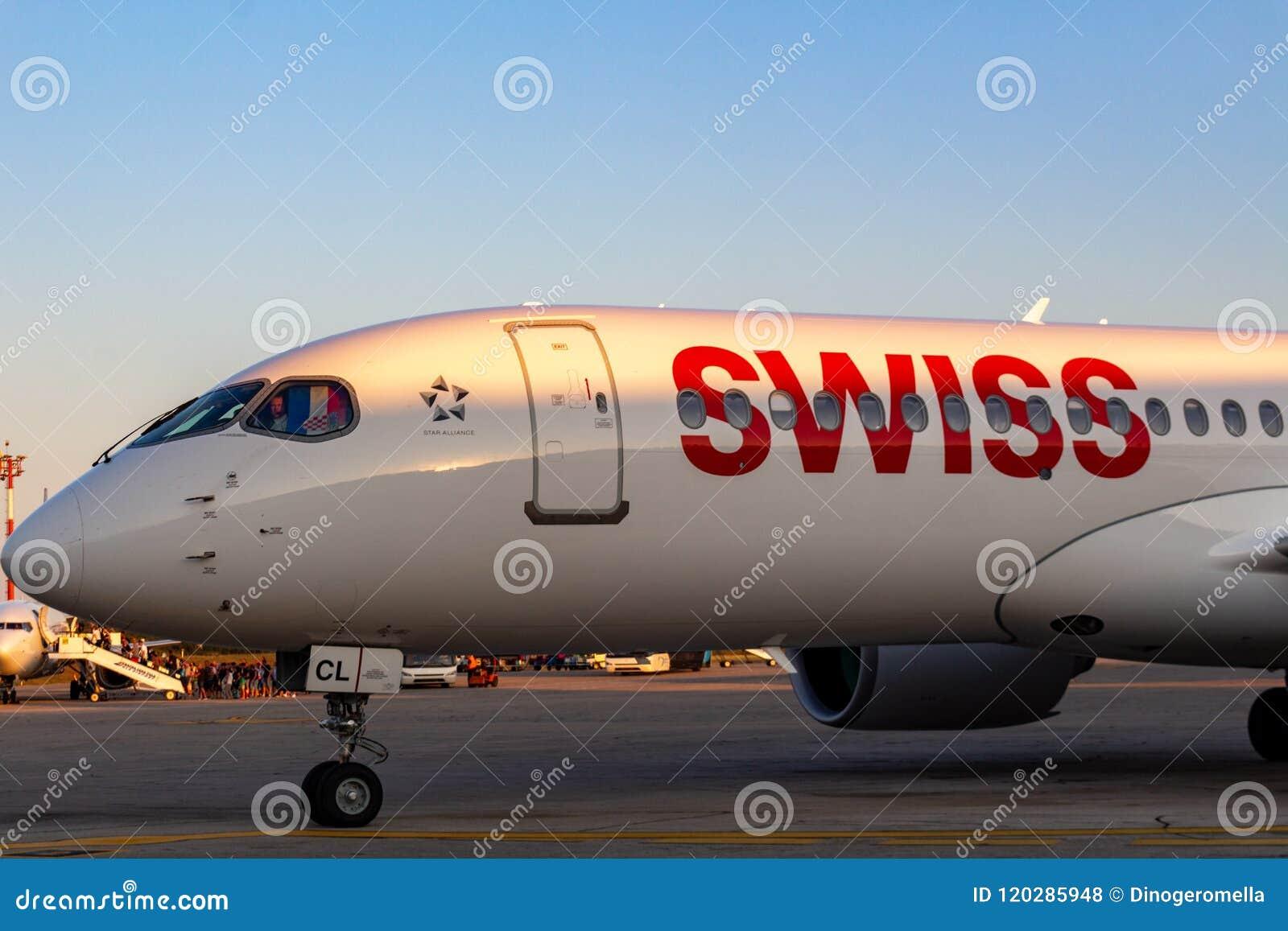 瑞士投炸弹者CS300在普拉机场