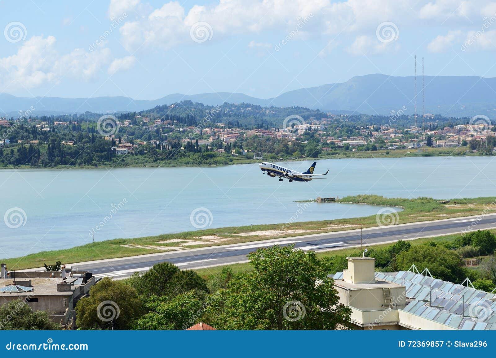 瑞安航空公司航空公司航空器离开在克基拉岛扬尼斯・卡波迪斯特里亚斯国际机场的