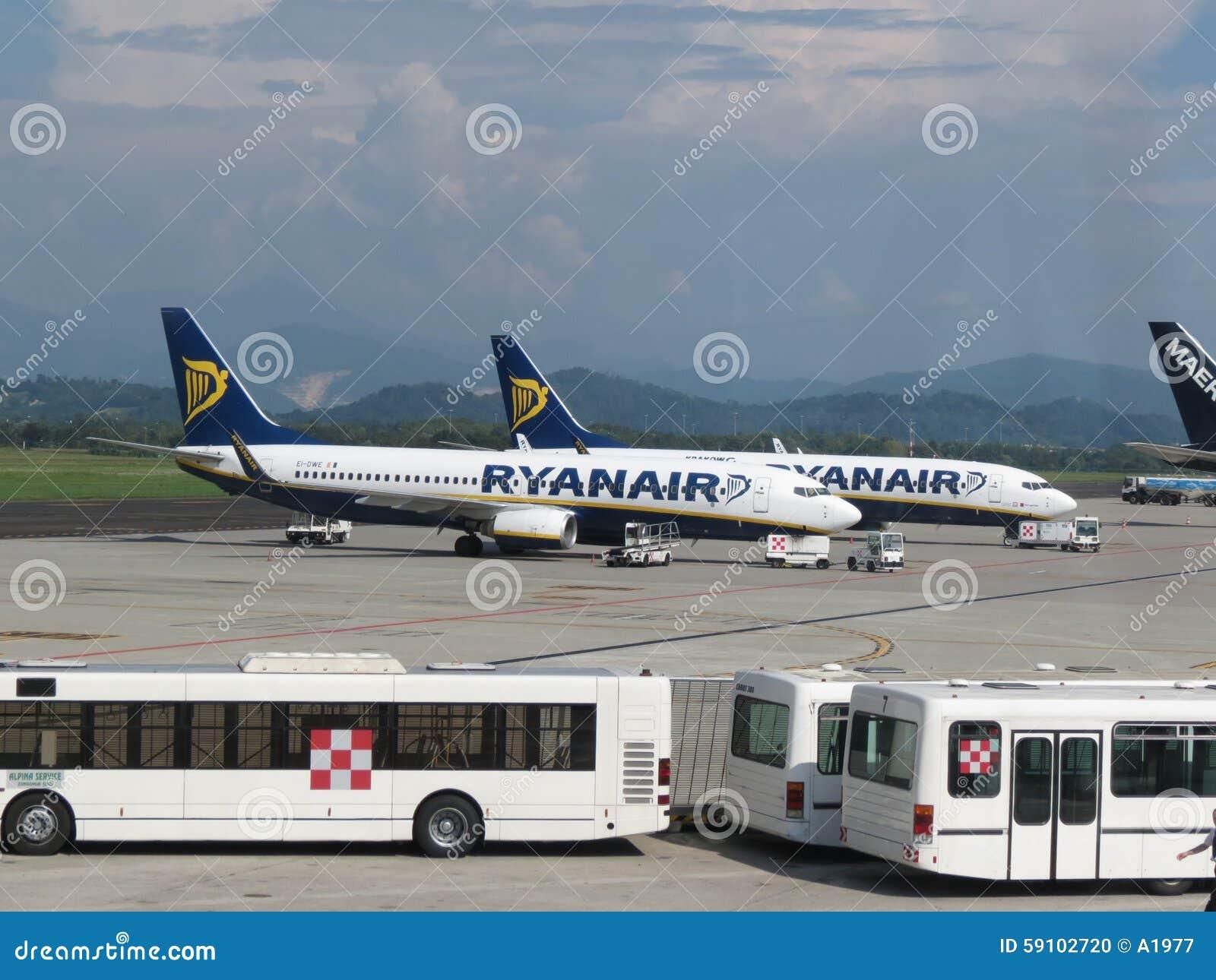 瑞安航空公司航空器和乘客梭