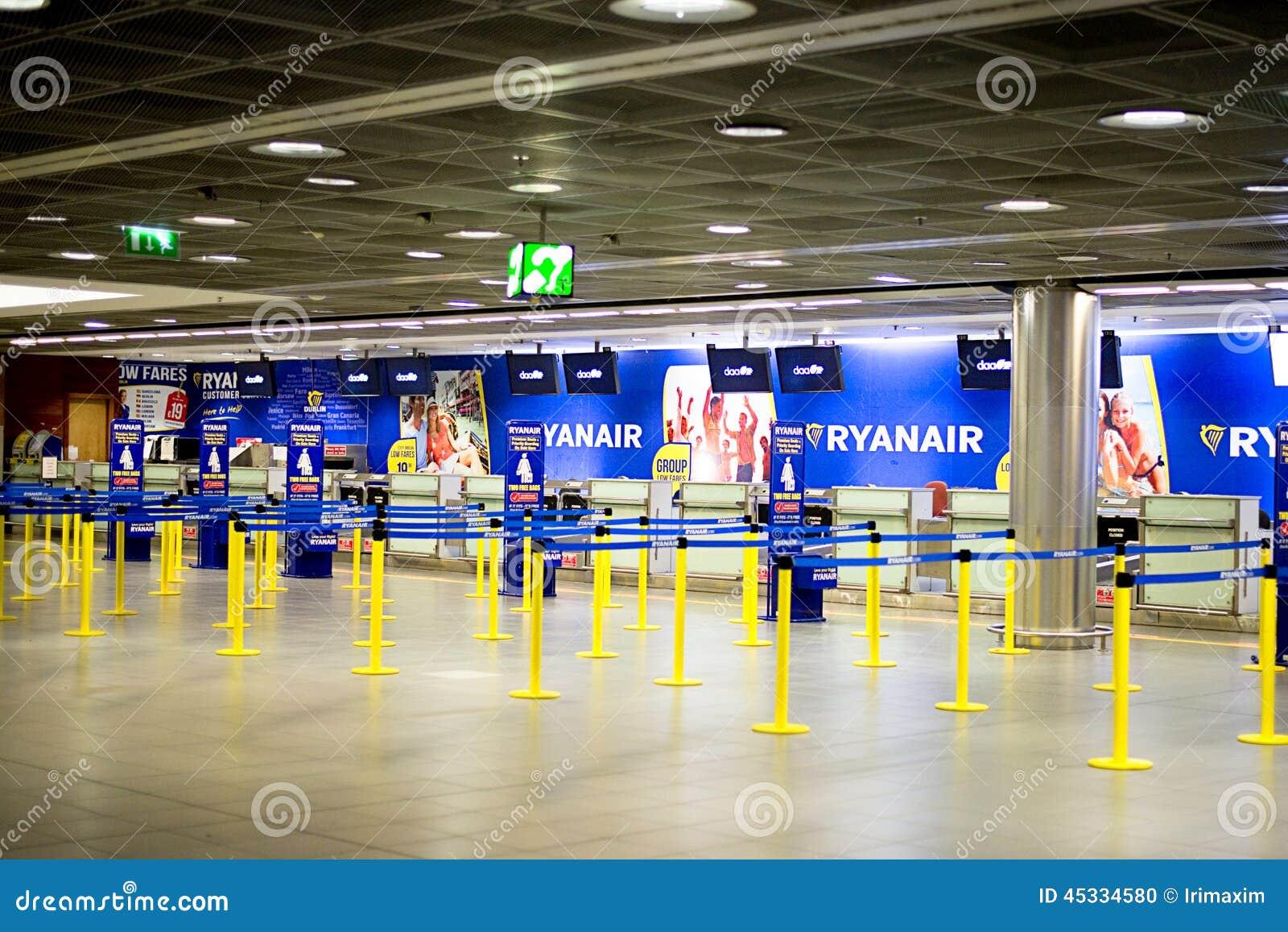 瑞安航空公司登记书桌
