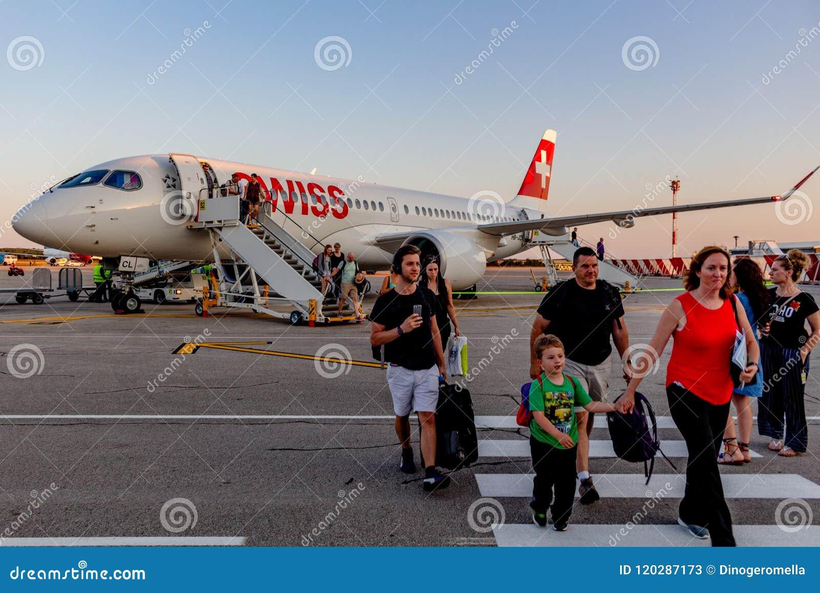 瑞航投炸弹者CS300在普拉机场