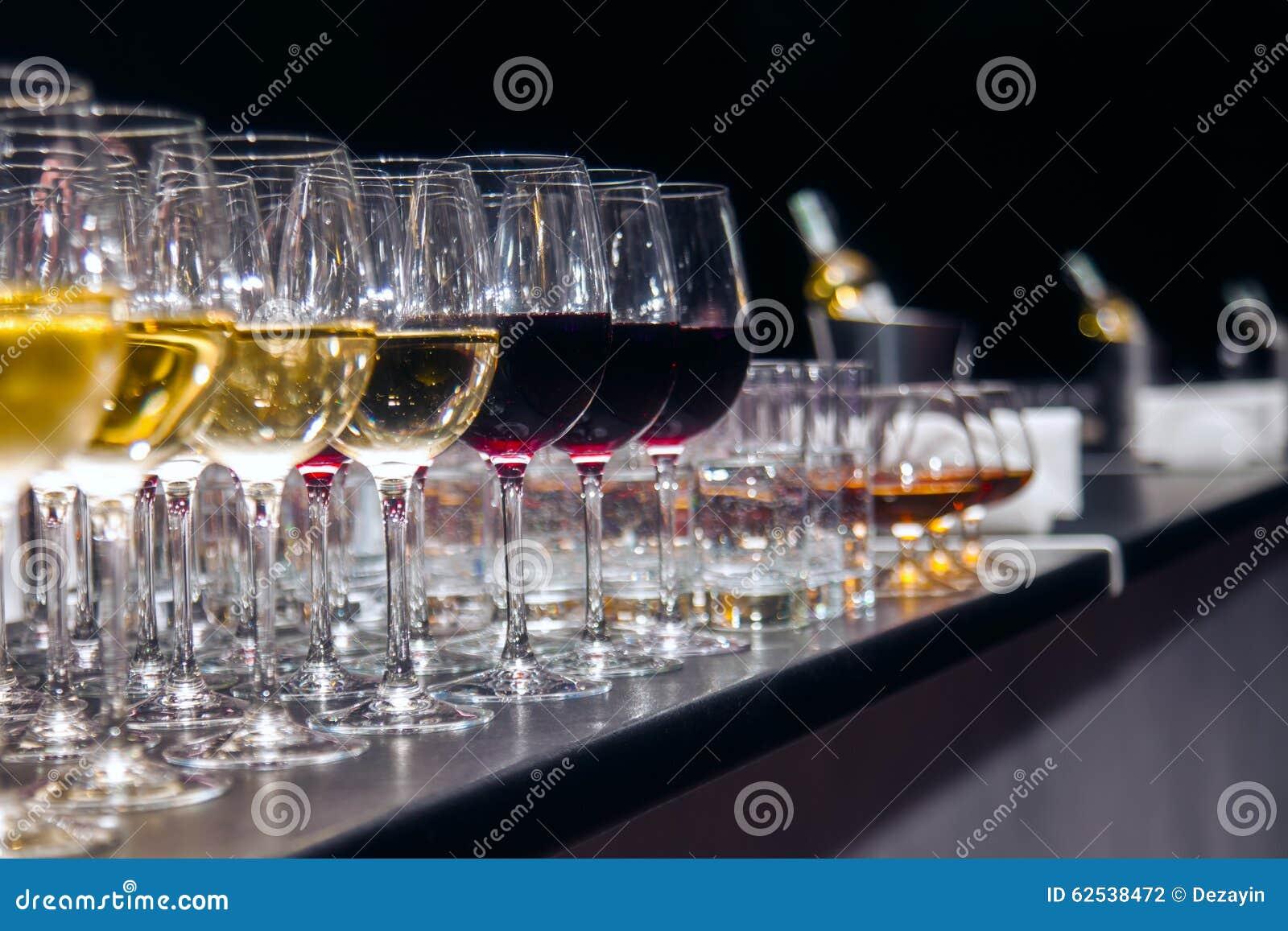玻璃红色白葡萄酒