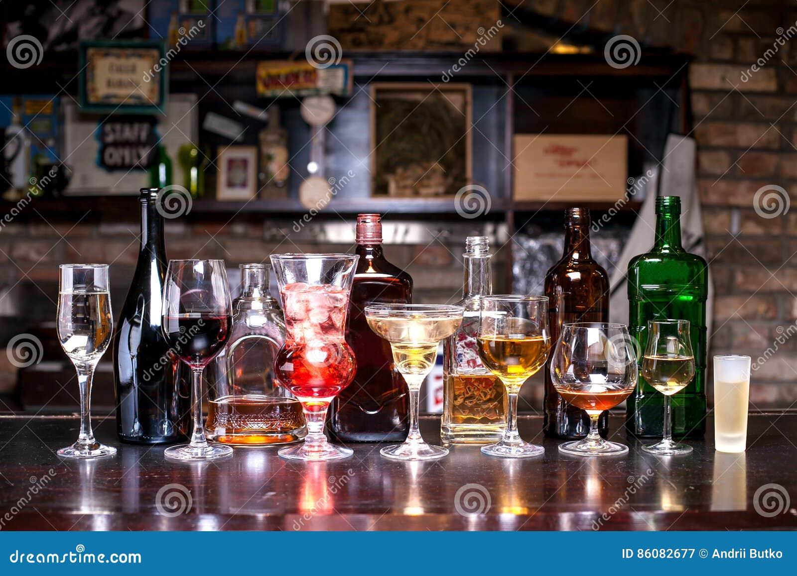 瓶,与酒精的玻璃