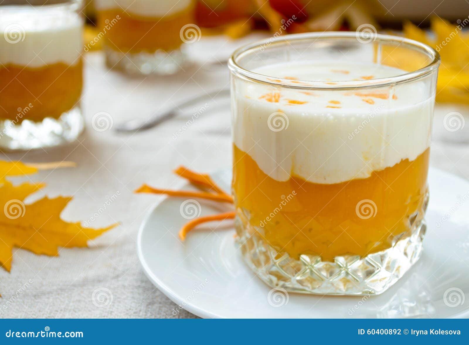 甜南瓜奶油圆滑的人和厚实的希腊yougurt