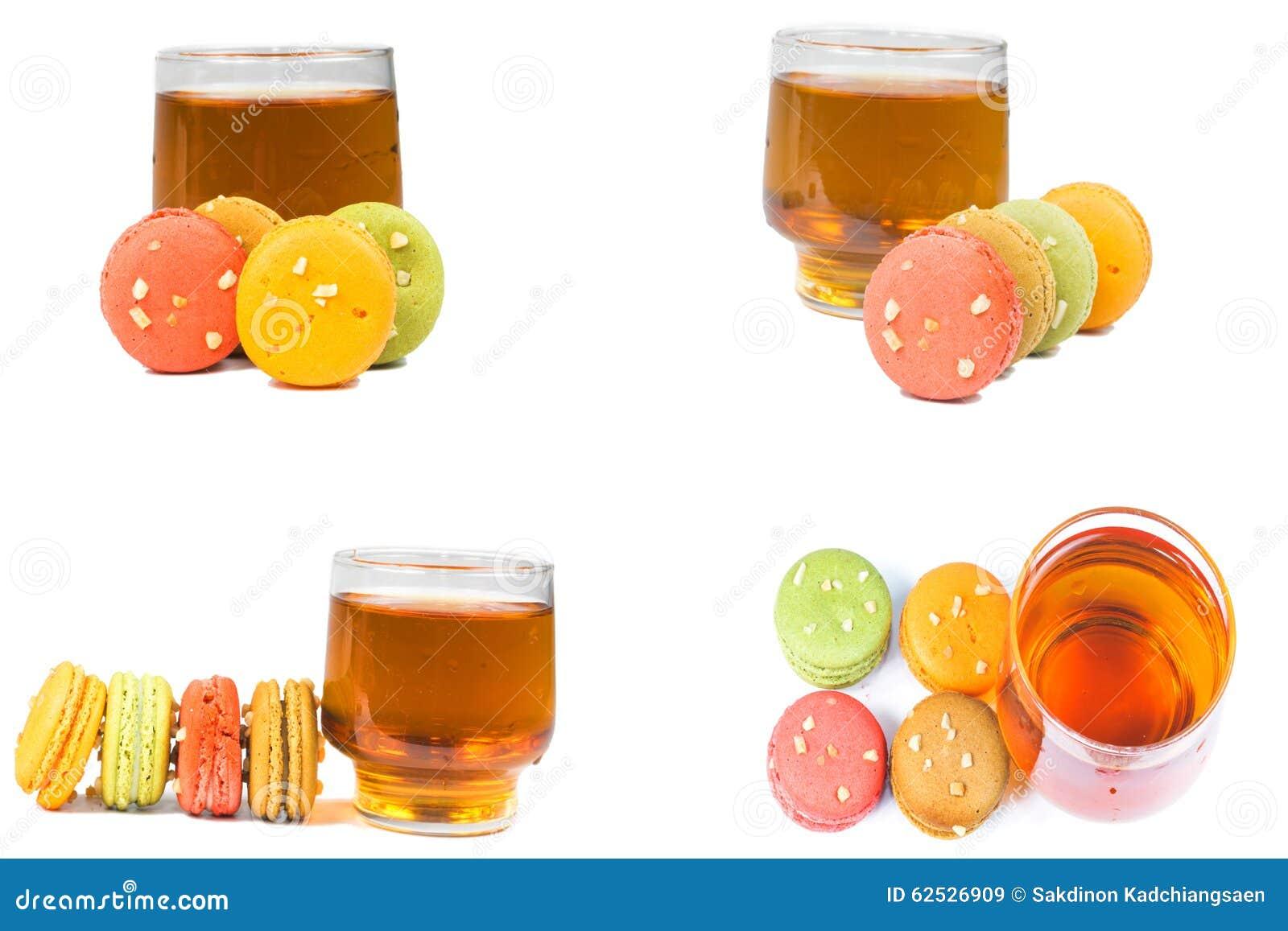 甜和五颜六色的法国蛋白杏仁饼干或macaron