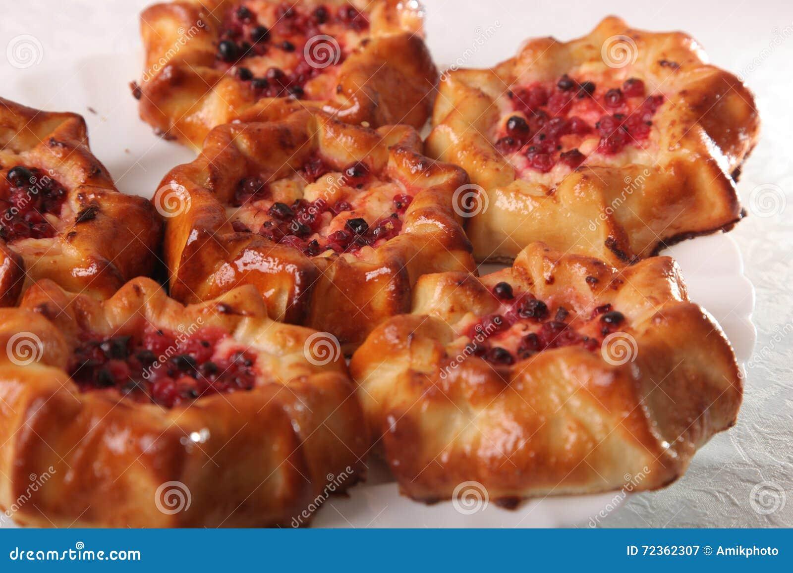 甜小圆面包用莓果