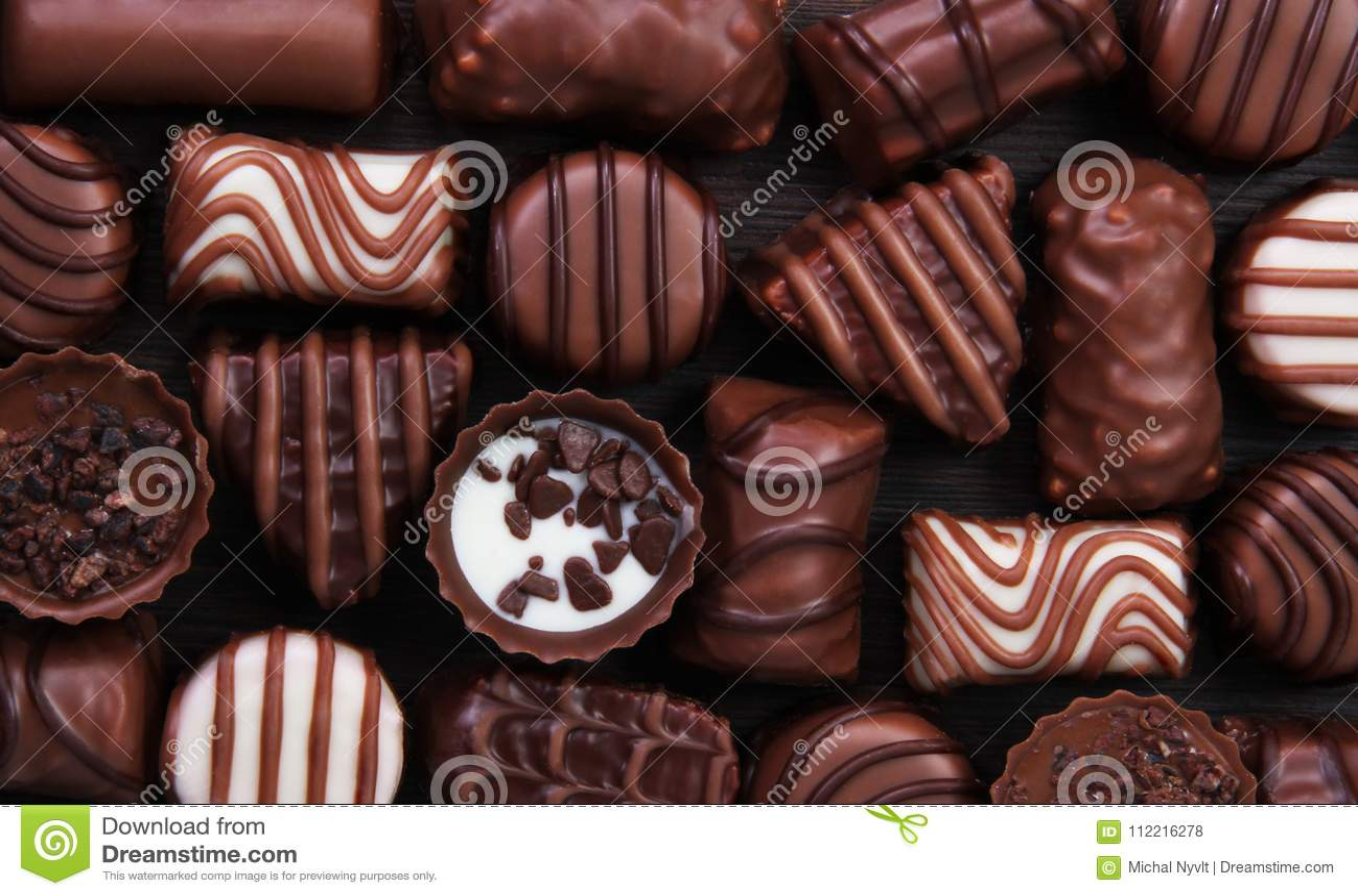甜点果仁糖巧克力