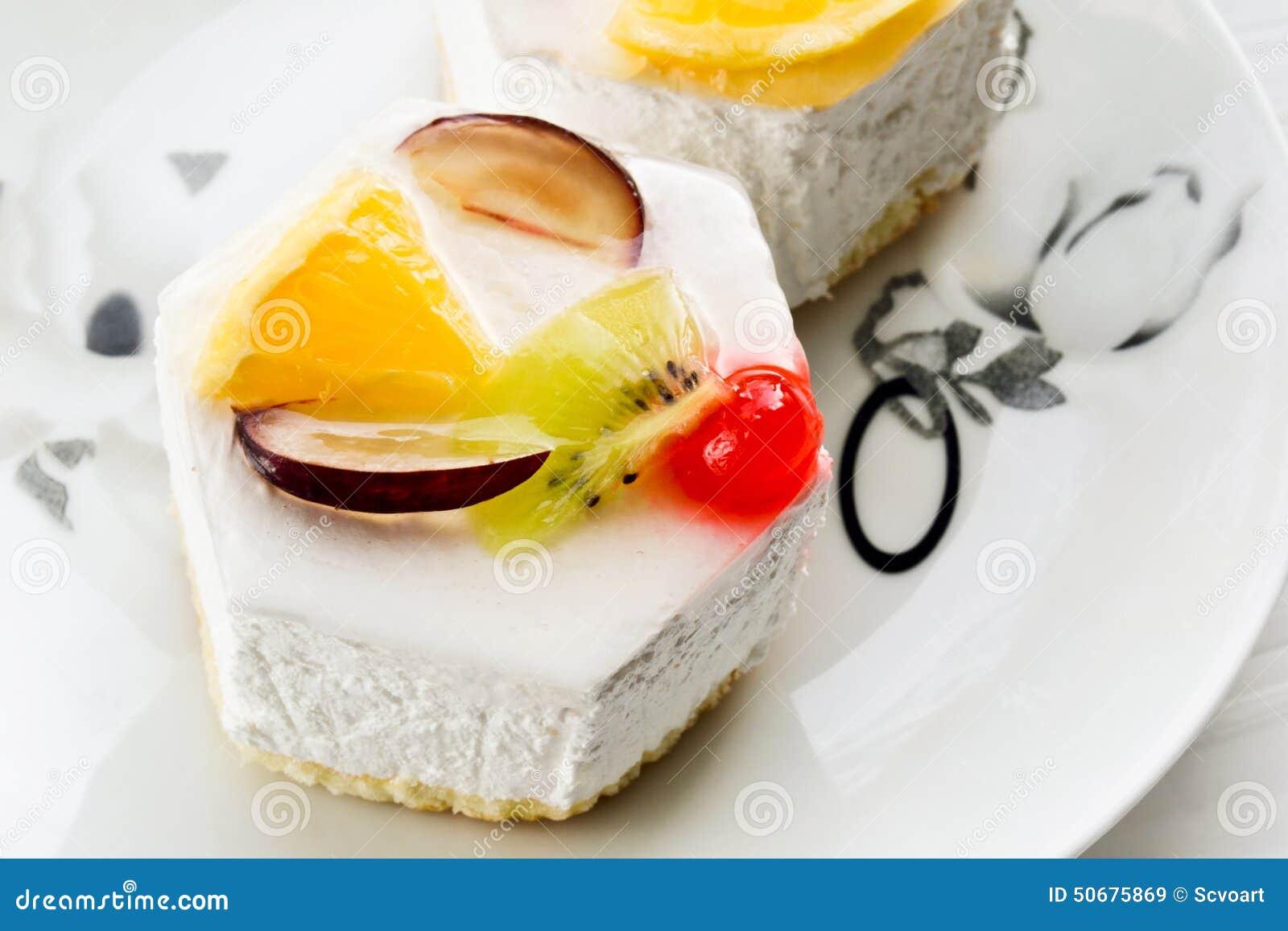 Download 甜蛋糕的果子 库存图片. 图片 包括有 膳食, 有阳台, 美食, 自创, 节假日, 细分, 点心, 果子 - 50675869