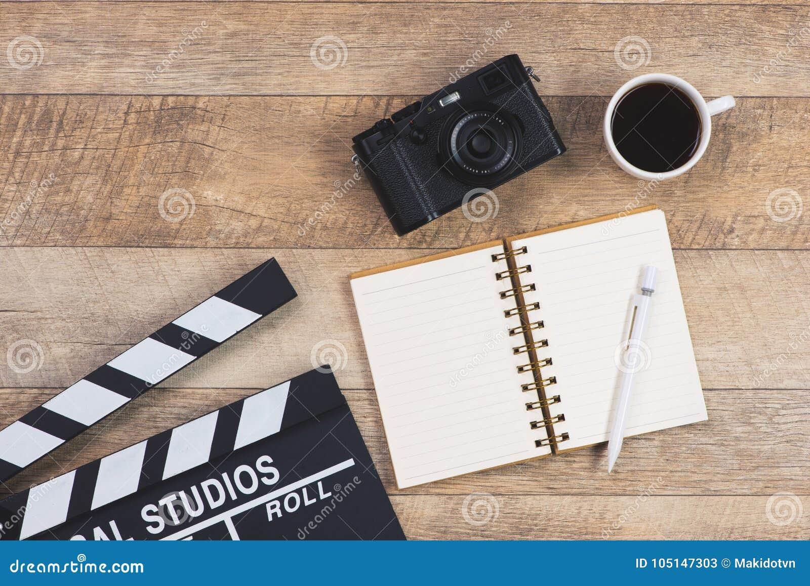 生产商工作表  电影拍板、照相机和咖啡杯,