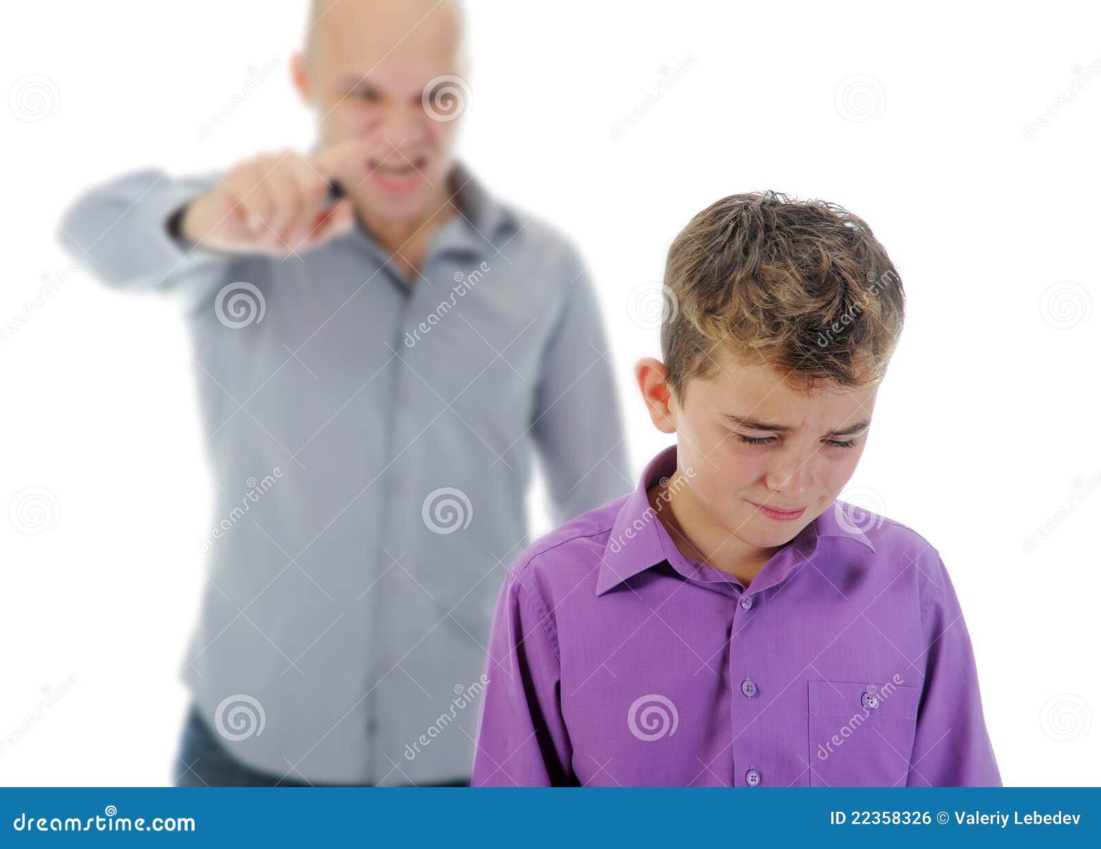生他的惩罚严格的儿子