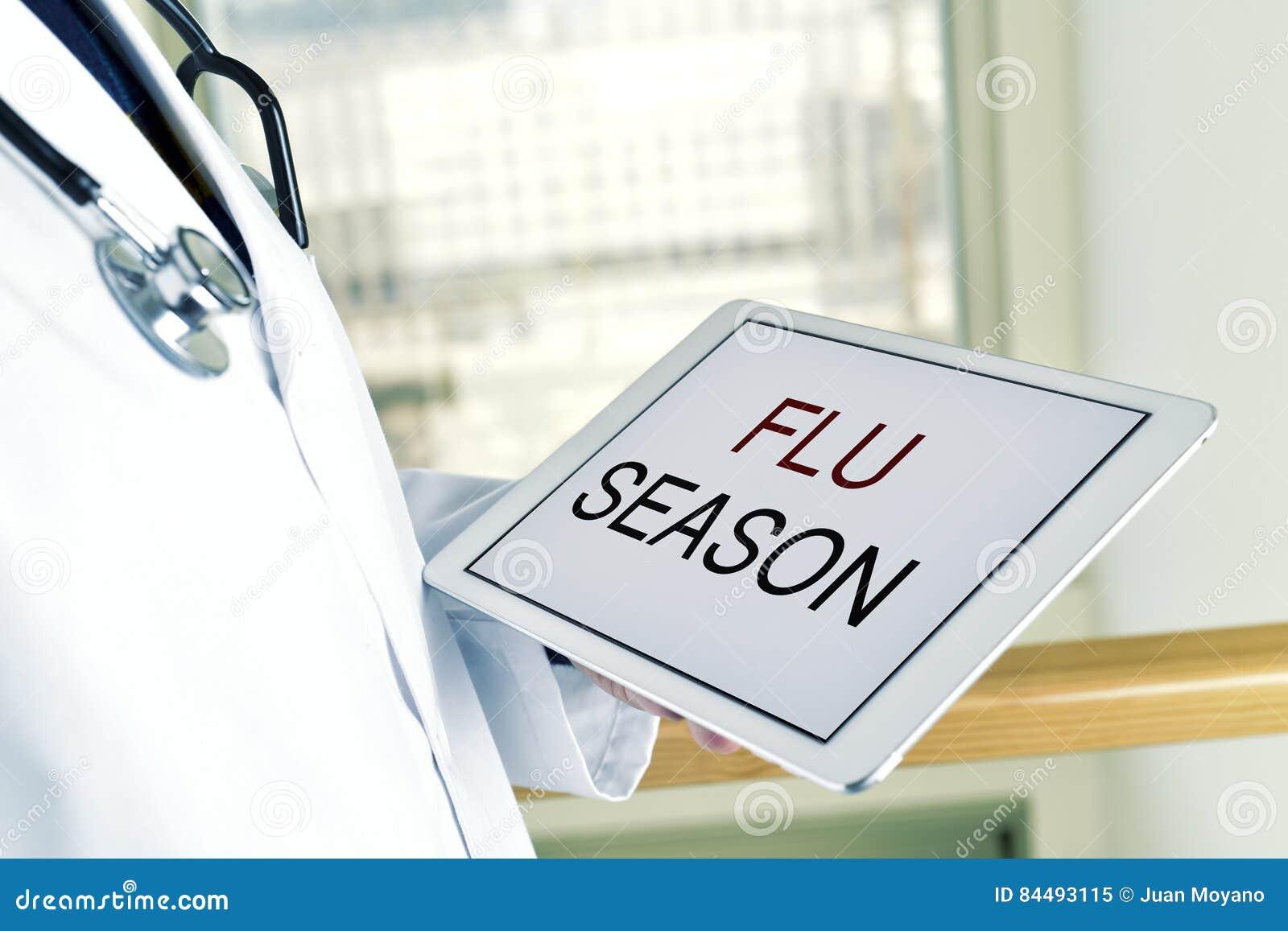 医生和片剂机智文本流感季节