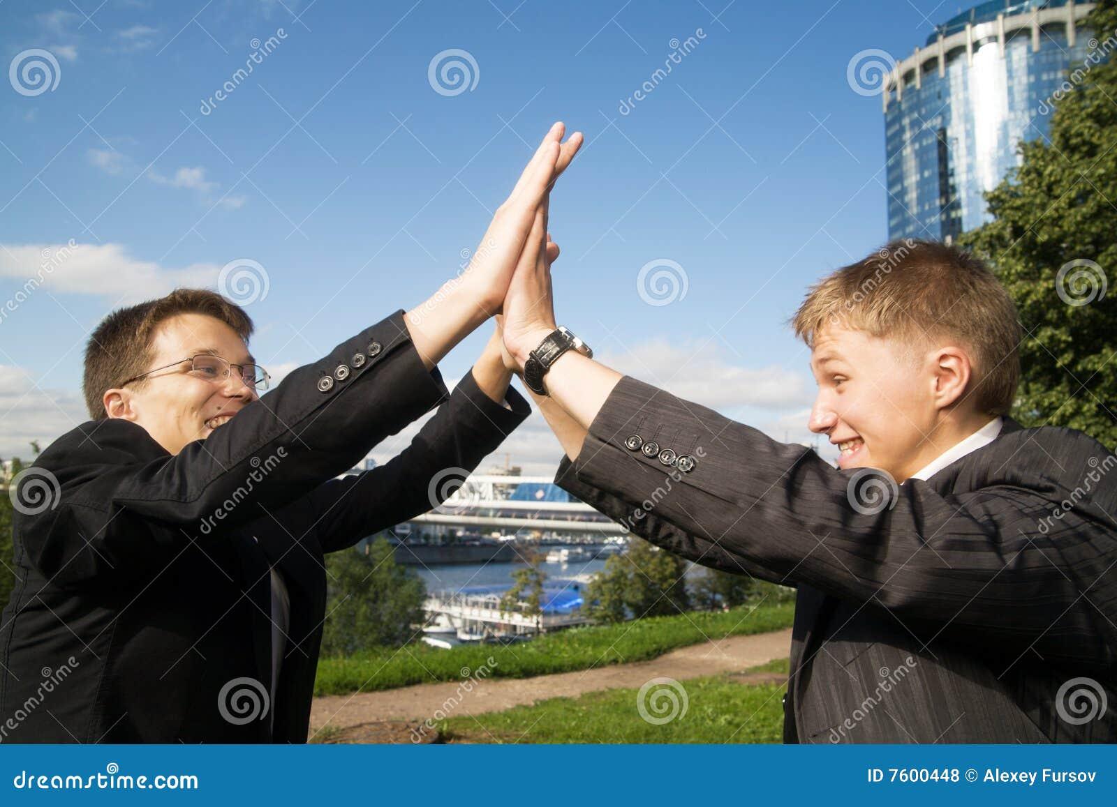 生意人二个年轻人