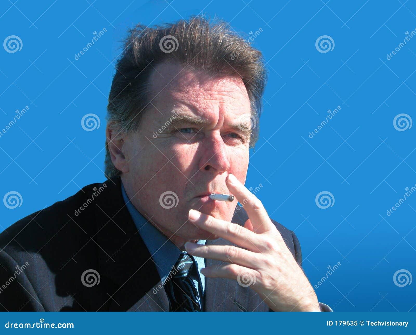 生意人抽烟