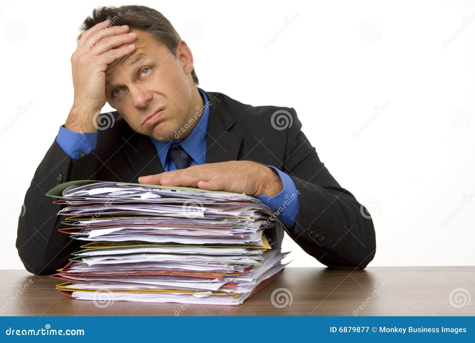 生意人淹没了文书工作