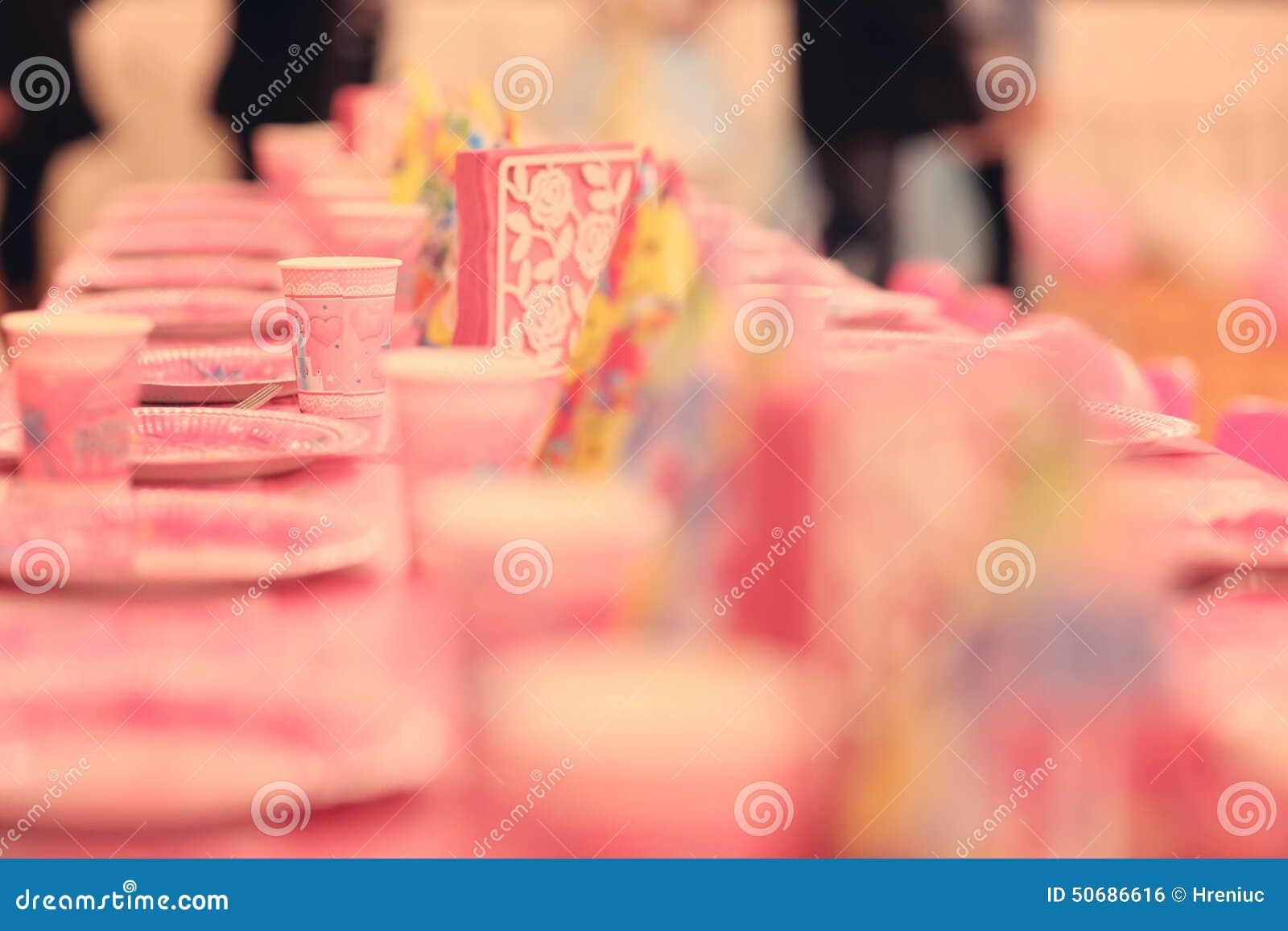 Download 生日聚会桌 库存照片. 图片 包括有 粉红色, 当事人, 的协助, 牛奶店, 孩子, 杯子, 庆祝, 女孩 - 50686616