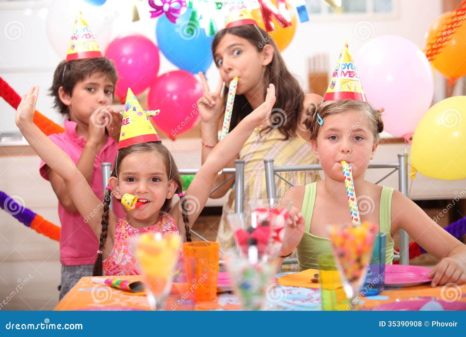 生日聚会的孩子