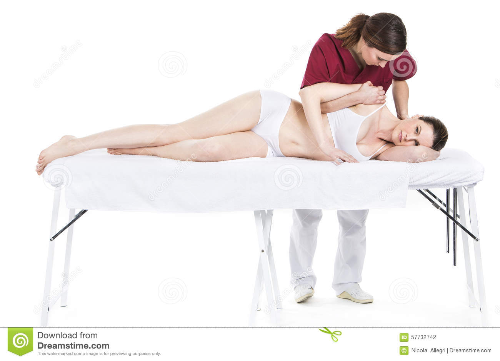 生理治疗师有肩膀的动员患者
