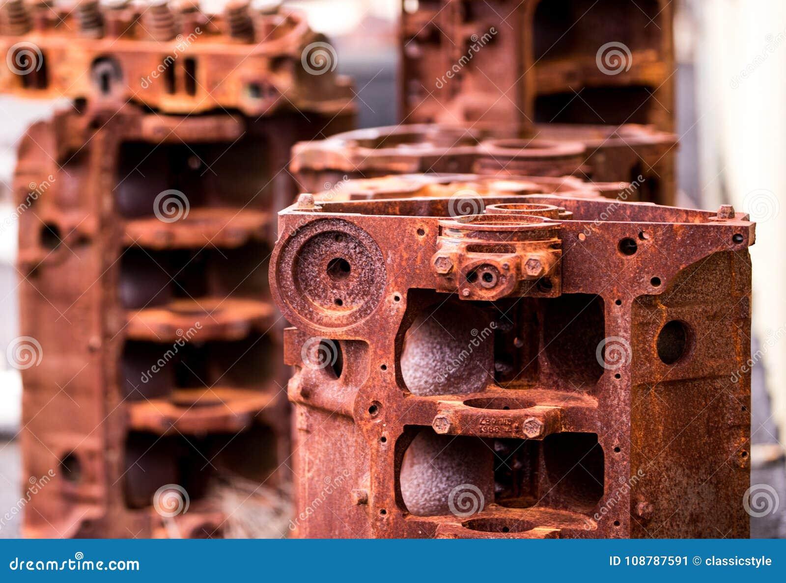 生锈的发动机组