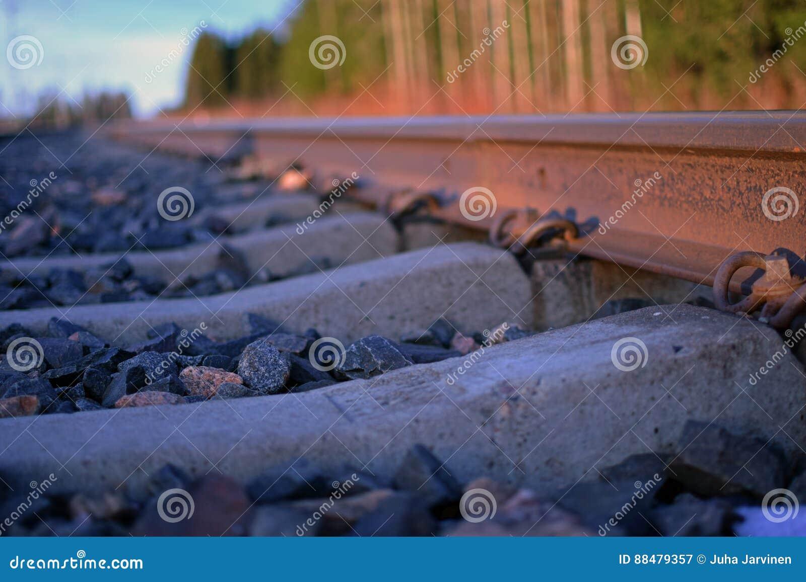 生锈的火车轨道