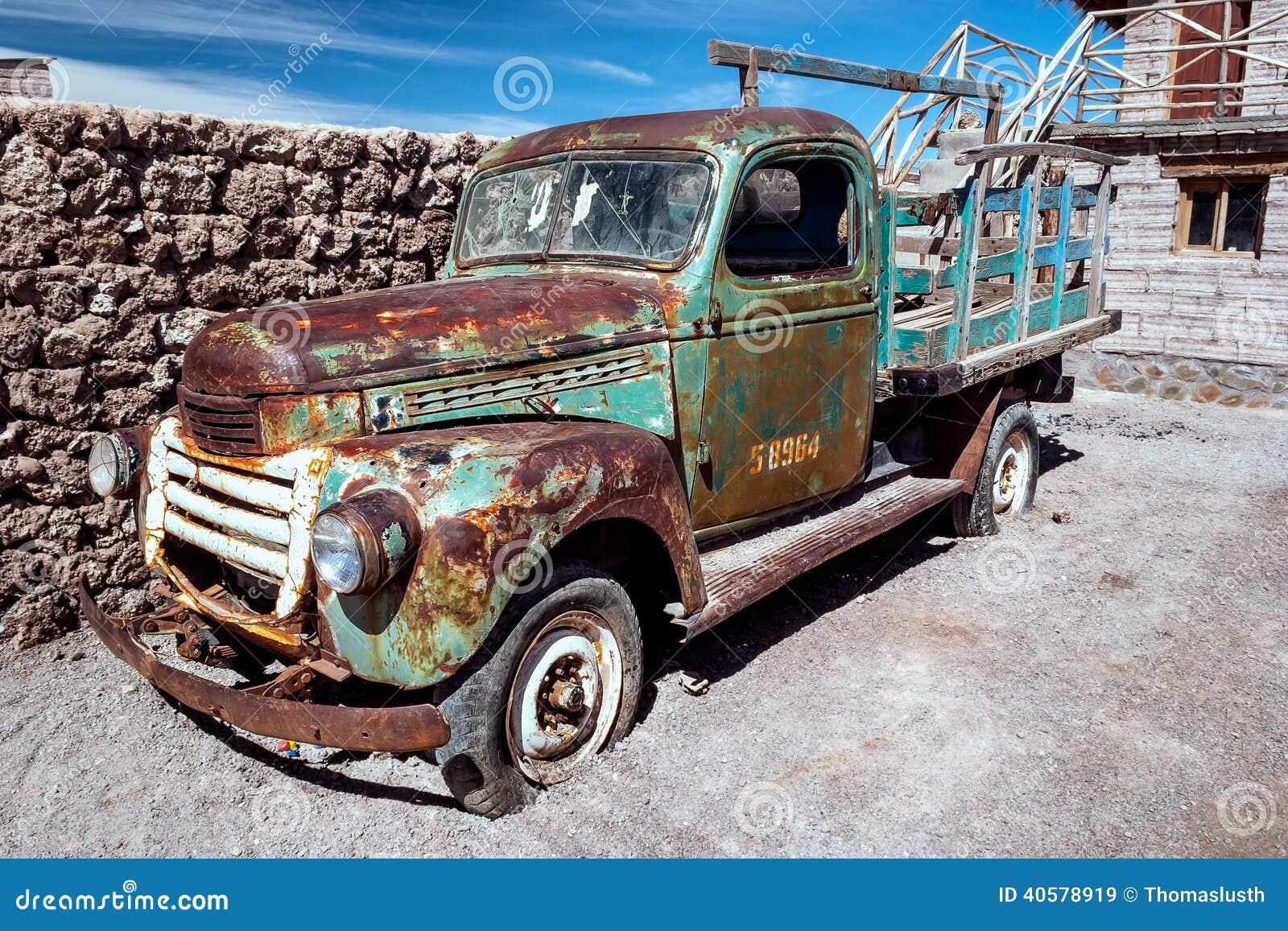 生锈的老卡车