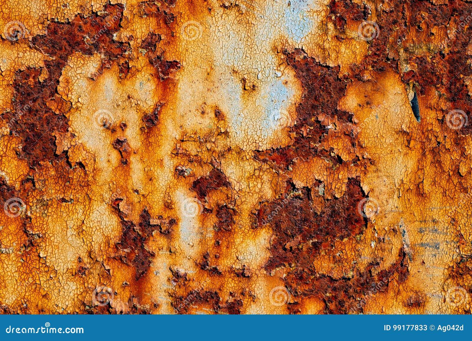 生锈的金属板料与破裂和片状油漆的