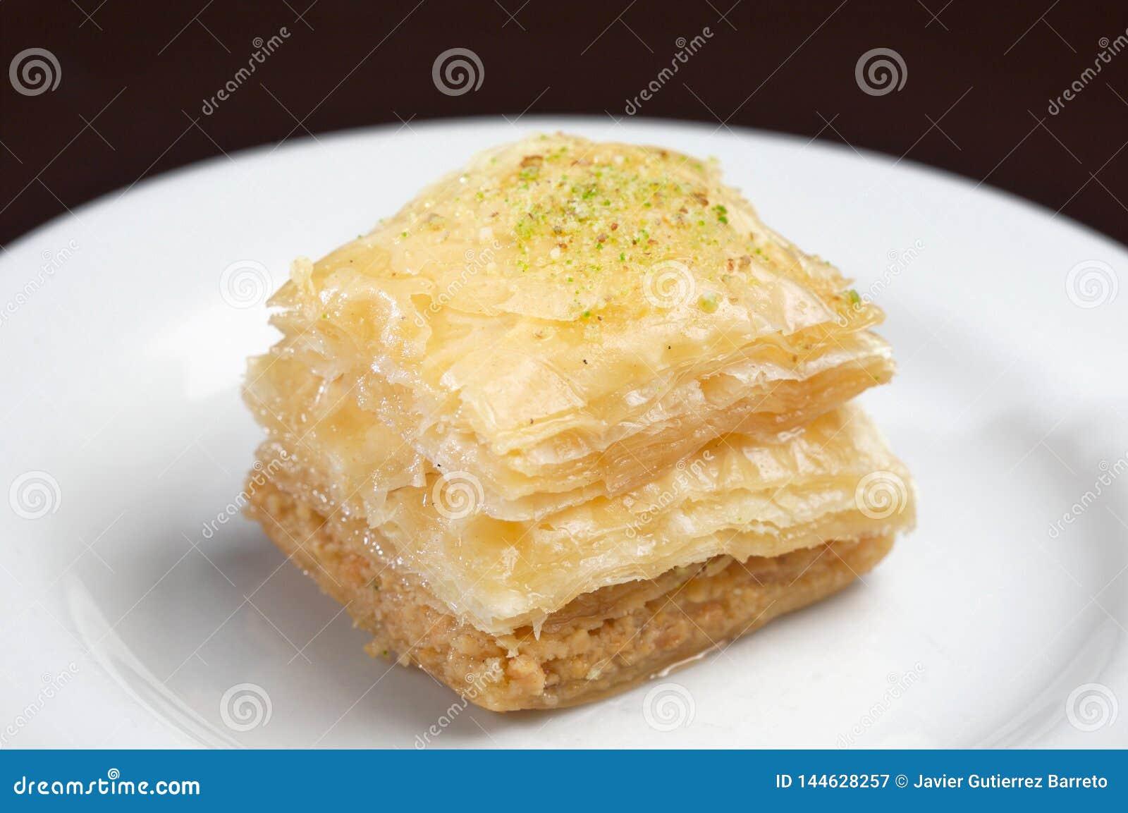 用开心果或被击碎的坚果浆糊做的土耳其蛋糕