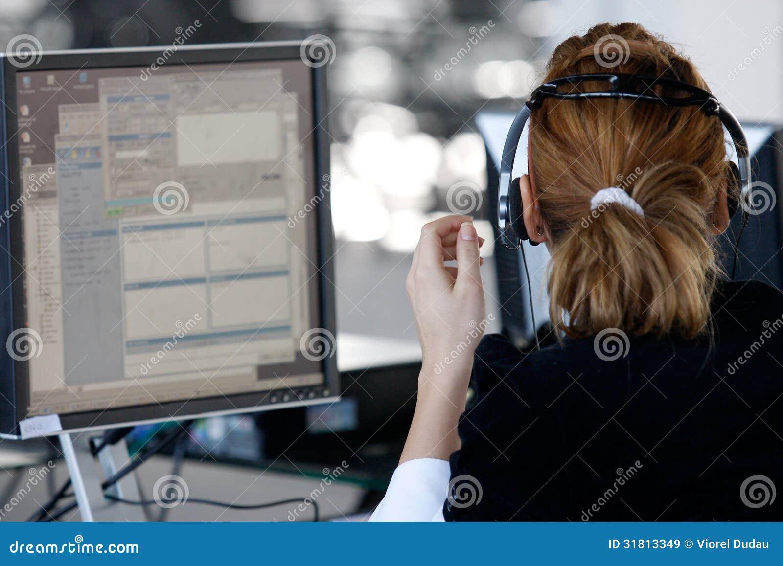 用户支持操作员在电话中心