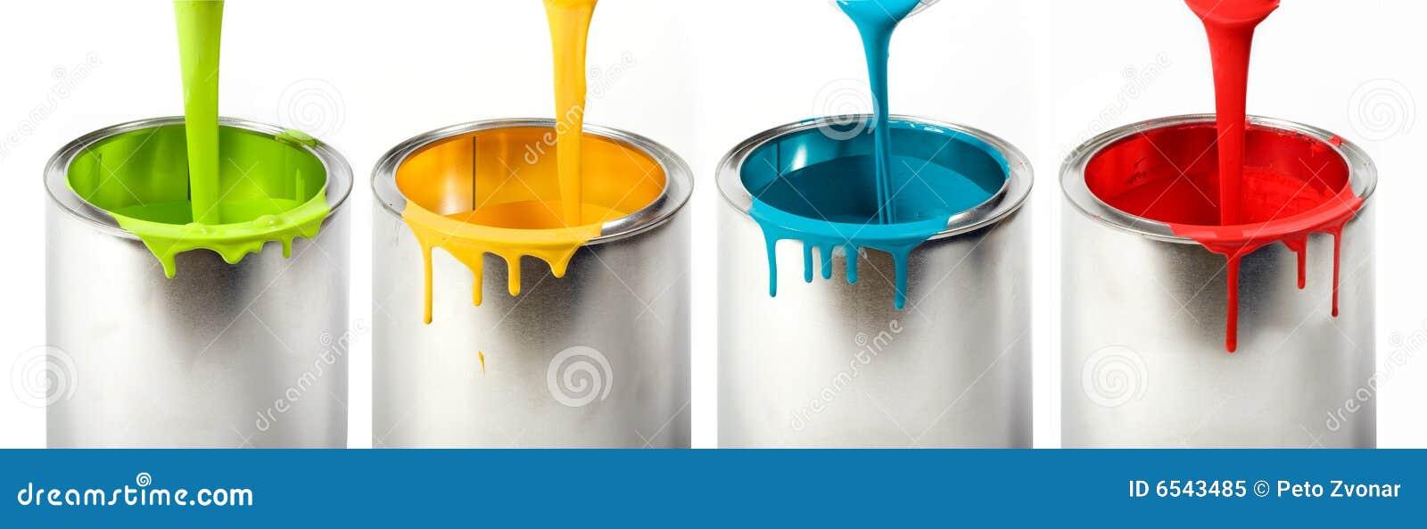 用桶提五颜六色的油漆