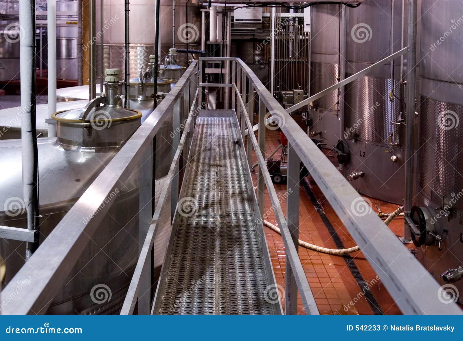 Download 用管道输送坦克 库存图片. 图片 包括有 准备, 责备, 红色, 预留, 烟囱, 工厂, 不锈, 保留, 酿酒厂 - 542233