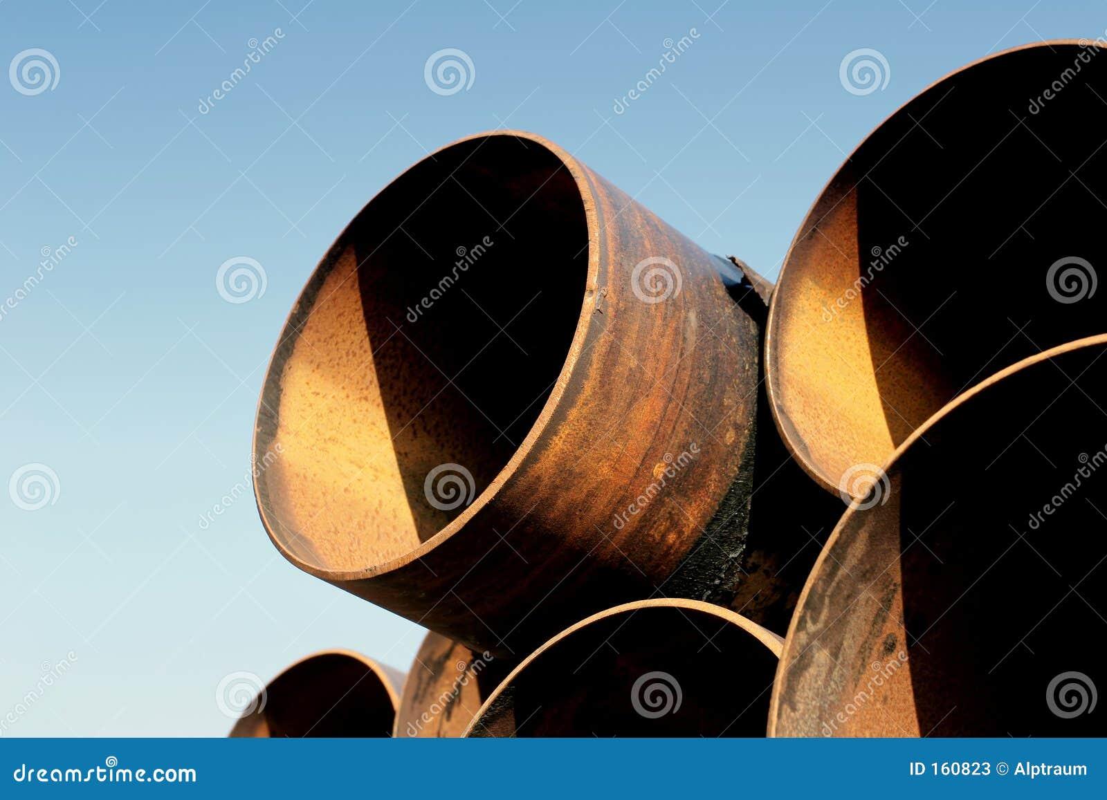 用管道输送生锈的钢