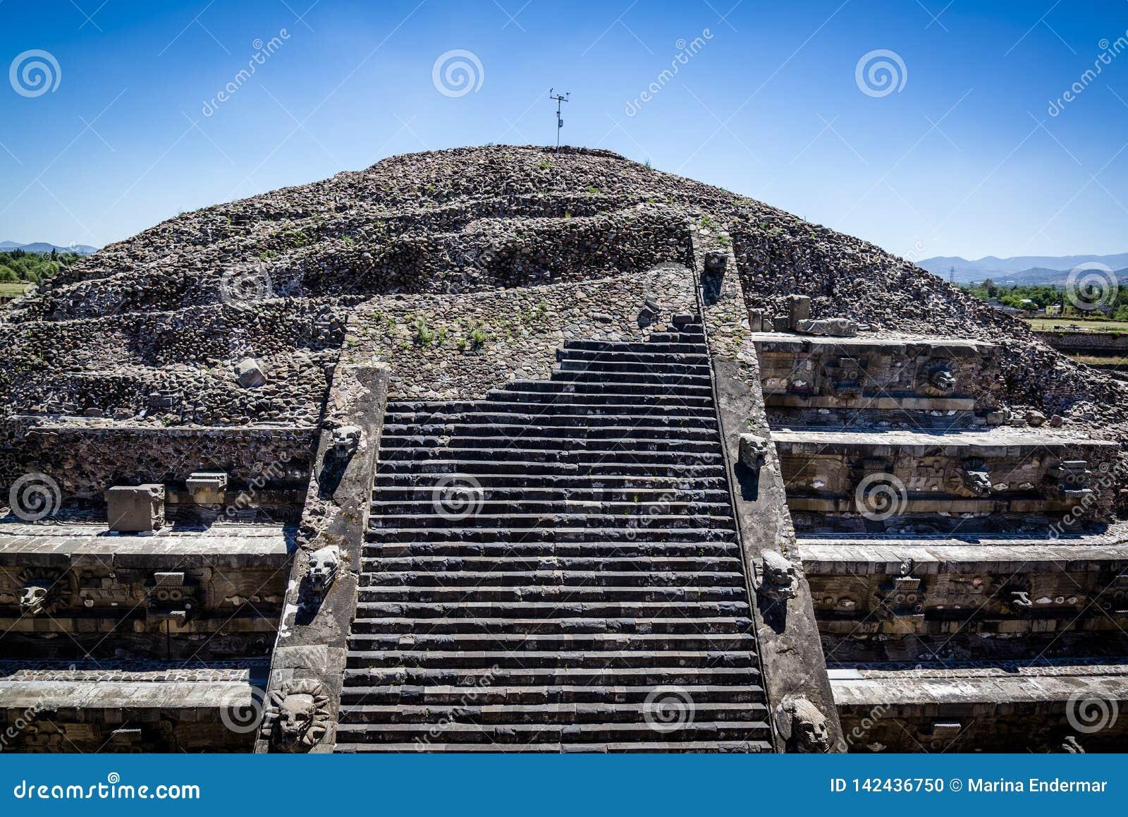用羽毛装饰的蛇的寺庙,特奥蒂瓦坎,墨西哥