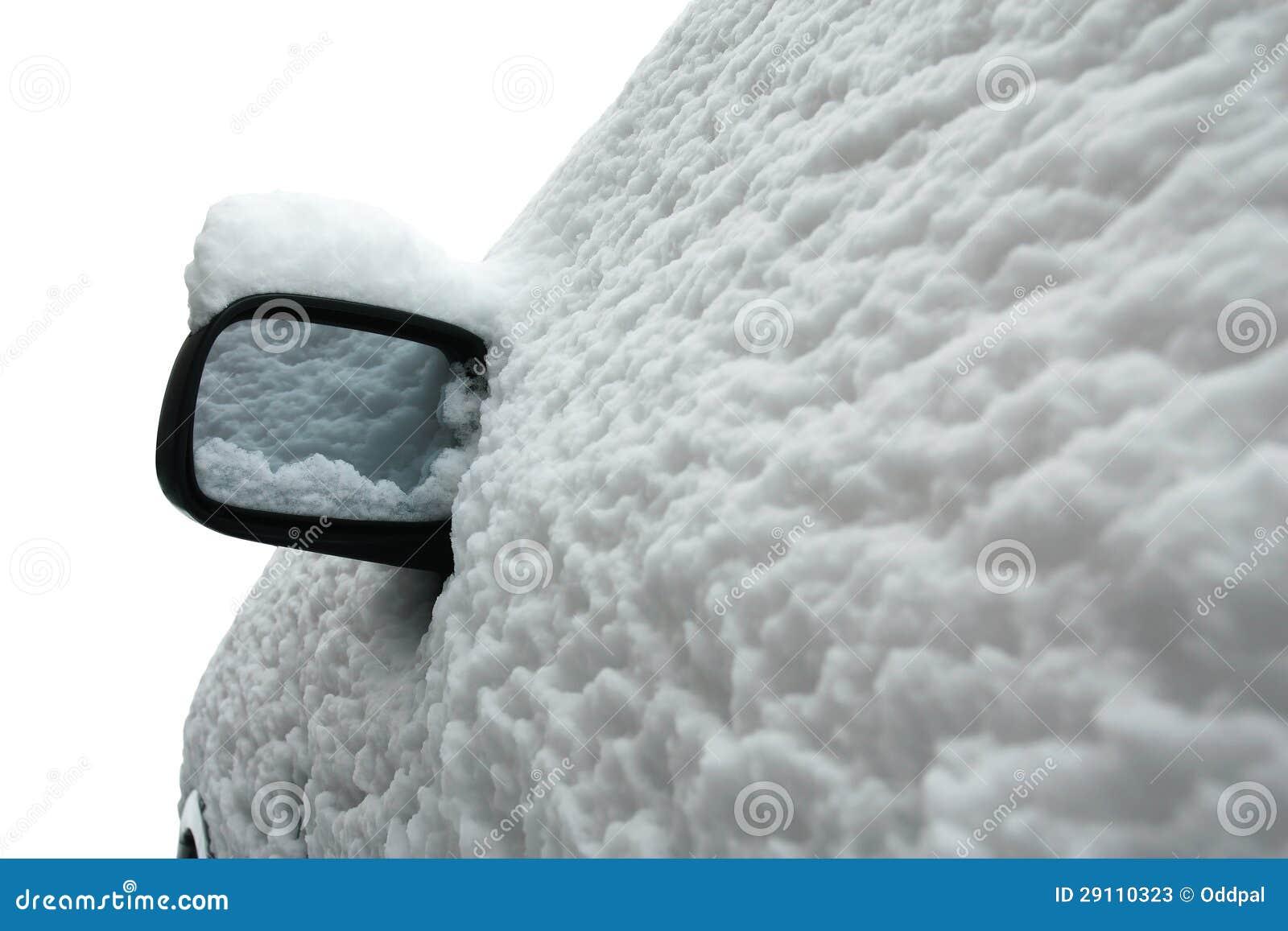 用雪包括的汽车