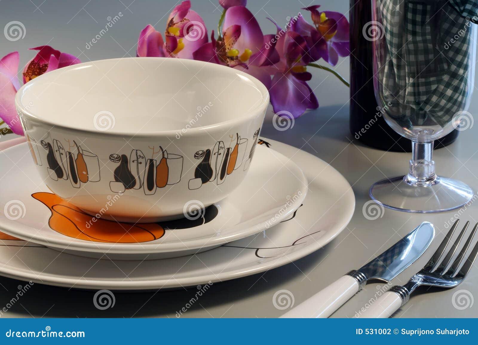 Download 用餐 库存照片. 图片 包括有 银器, 午餐, 牌照, 玻璃, 内部, 浪漫, 用餐, 弯脚的, 正餐 - 531002