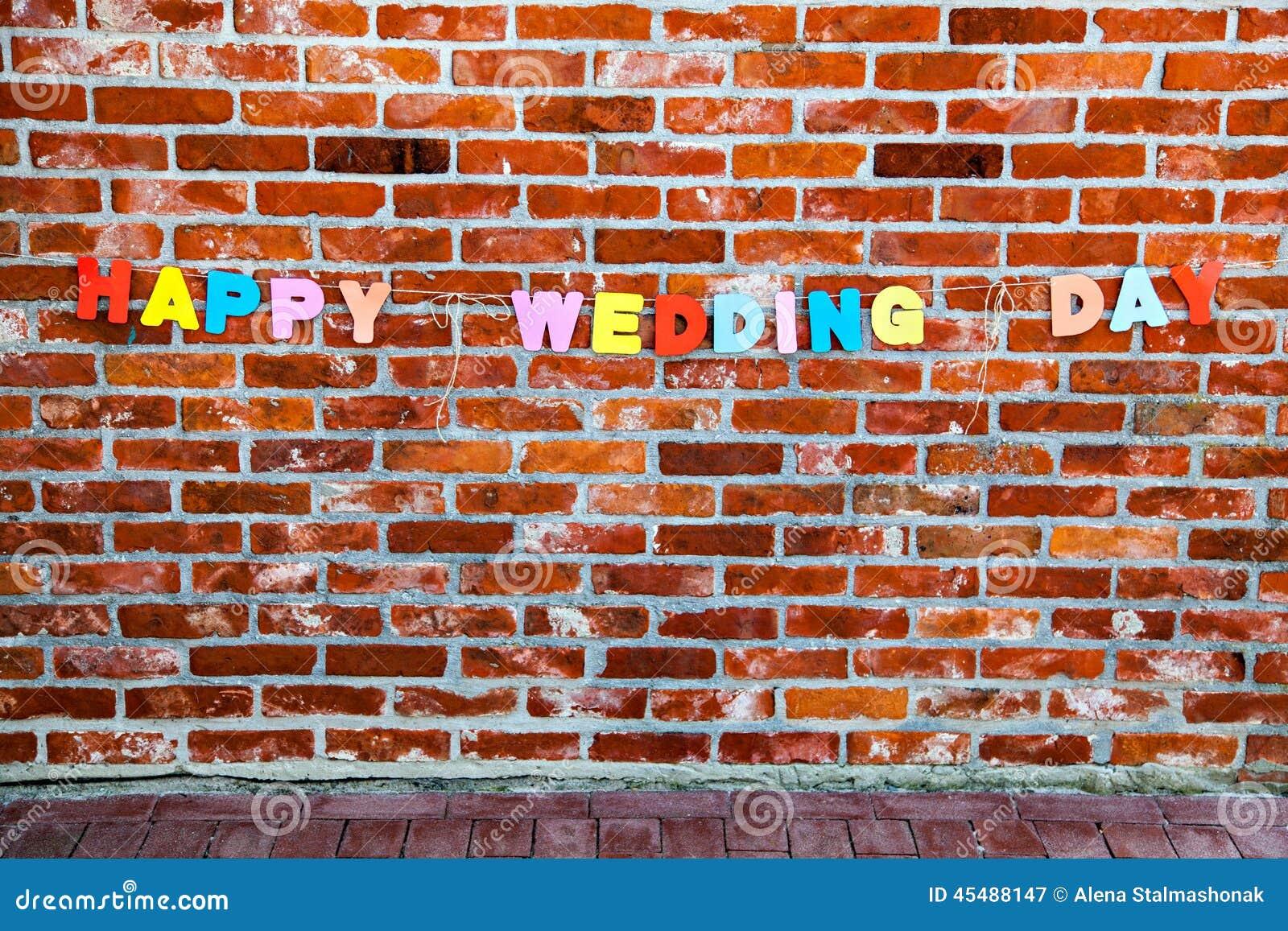 由各自的信件的题字愉快的婚礼之日