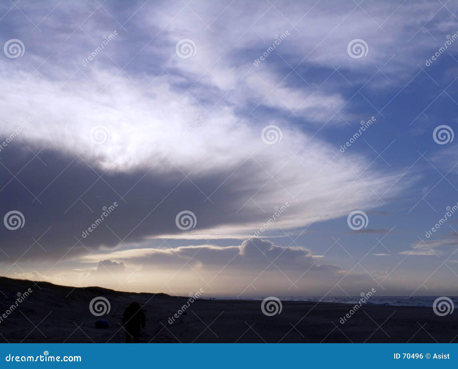 由后面照的云彩
