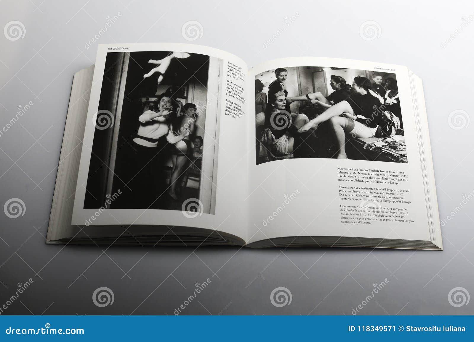 由尼克Yapp,会开蓝色钟形花的草马戏团所著的摄影书在排练以后